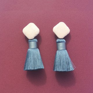 Nude suede square button / silvery-grey tassel earrings