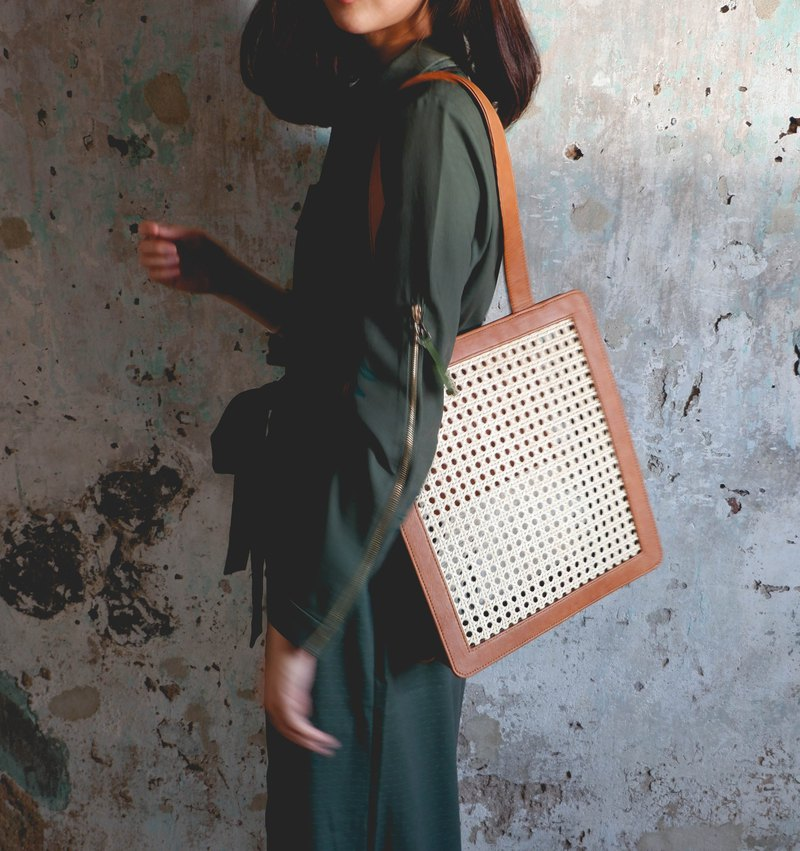 Brown rattan tote ( Special collection )
