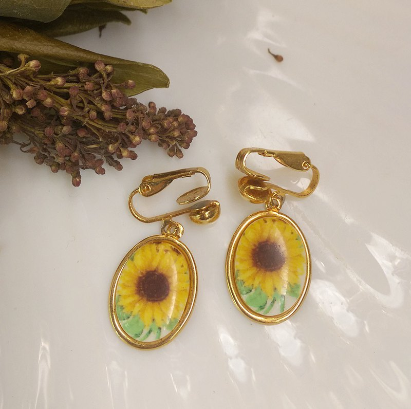 [Western antique jewelry / old age] 1970s sunflower clip earrings