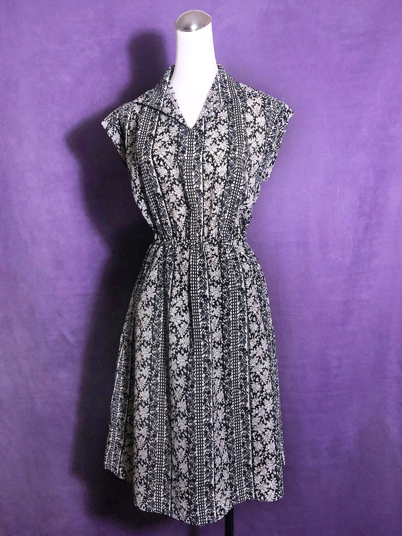 Black and white flowers vintage dress / abroad brought back VINTAGE