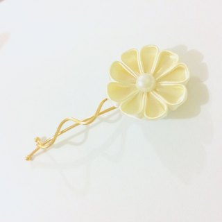 Kanzashi gold ribbon flower hair pin (つまみ細工)