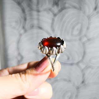 Delia flower vintage ring - red garnet