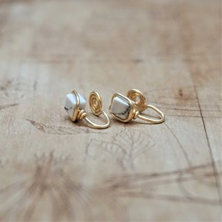 << Gold wire frame ear clip - white pine stone >> 4mm square white turquoise (other ear pin)