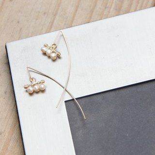Simple Pearl Earrings 2 / Modern Pearl 14KGF long dangle earring 2. X'mas. Presents. Christmas. Seasonal Presents. Exchanging Gifts. Birthday Presents. Anniversaries. Valentine's Presents. Mother's Day Gifts. Christmas Presents. Personalize Cus