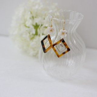 Tortoise and bijou and flower square earrings