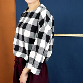 Micro-collar shoulder coat black and white plaid