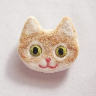 cat face felt brooch -red tabby and white-