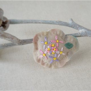 Hand embroidery broach hydrangea pink (order-receiving)