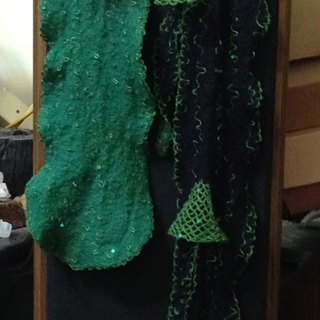 Wool scarf: forest. Green and dark. And those shiny.
