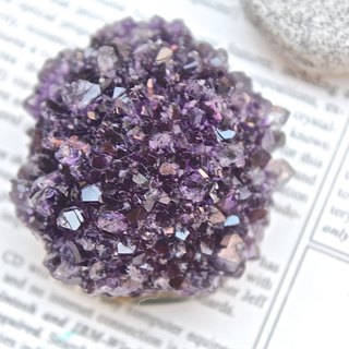Stone planted SHIZAI ▲ Uruguay amethyst ore (including the base) ▲