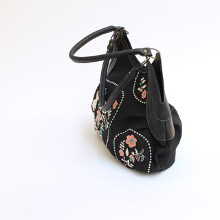 Rabbit garden embroidery · Granny bag