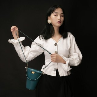 Blue top layer cowhide round bucket bag side back handcuffs dual-use leather bag girl heart macarons