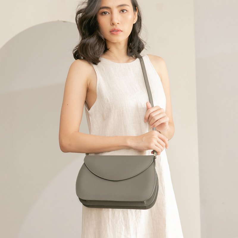 DOUBLE ARCH soft touch leather shoulder bag - Grey