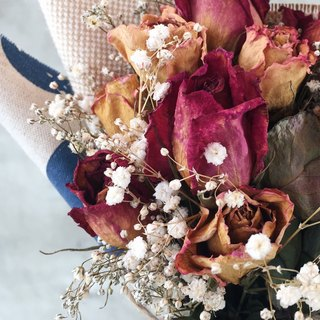 Gradient dried bouquet of roses