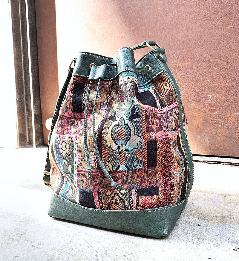 Old school retro stitching green bucket bag side backpack oblique bag tube bag-vegetable tanned leather-Size medium
