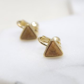 Initial value of the wave - Camel triangle ear clip earrings (pair)