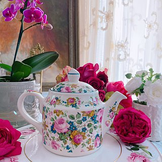 Annie Crazy Antiquities British Bone China Made in the UK Sadler Rose Garden Flower Teapot Happy Afternoon Tea Series, Cute