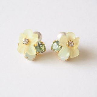 [14kgf] clear flower earrings (yellow)