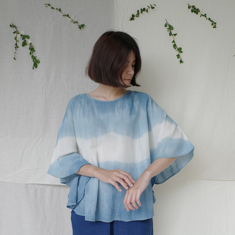 Butterfly shirt / indigo atmosphere / loose fitting cotton blouse