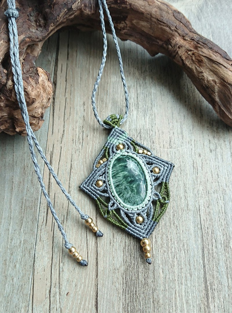 P07 Bohemian ethnic style tricolor South American wax braided brass green dragon crystal necklace