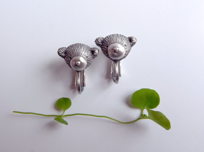 Teddy Bear -D--- Clip-on Earrings--Sterling Silver--Silver Tiny Bear