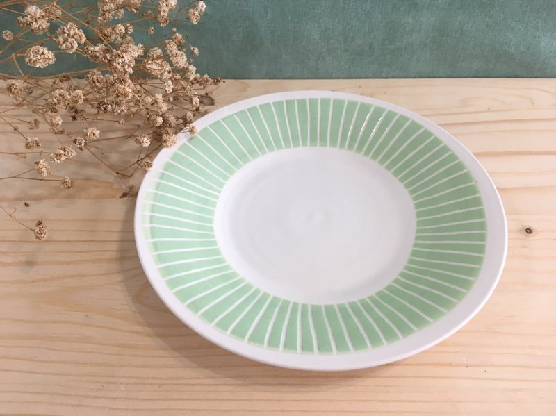 One line - handmade pottery plate (powder green)