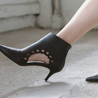 Two sides of the flower-shaped basket empty pointed leather small ankle boots black