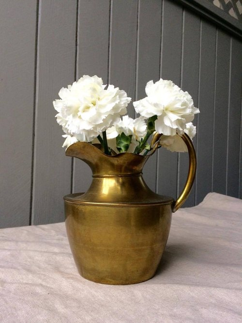 Gold antique bronze kettle (vase)