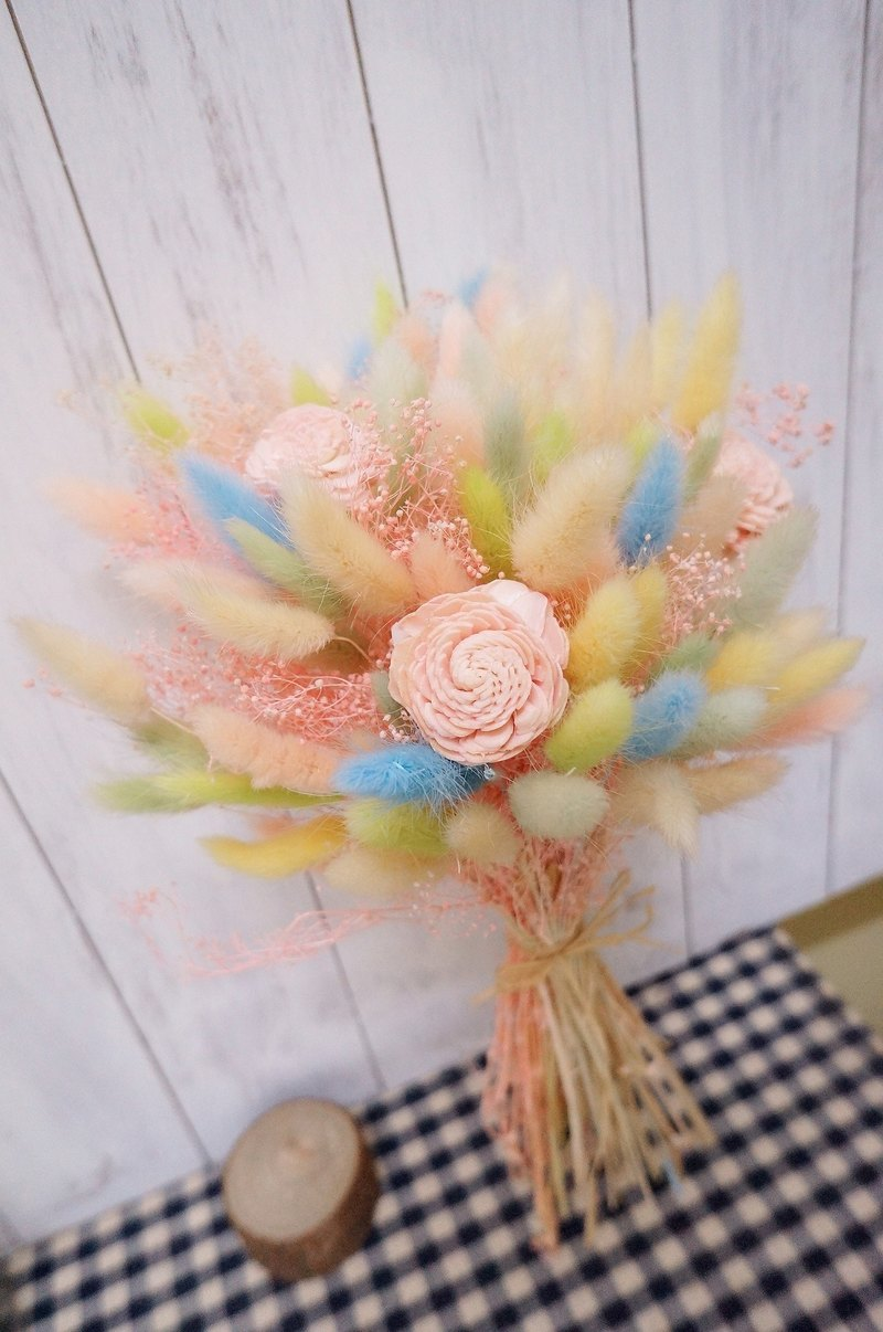 Amor Floral-Sweet Candy-colored Rabbittail Bouquet / Dry Flower Bouquet Wedding Photograph
