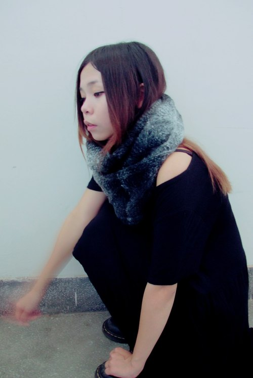 Lan wool scarf (black gray gradient)