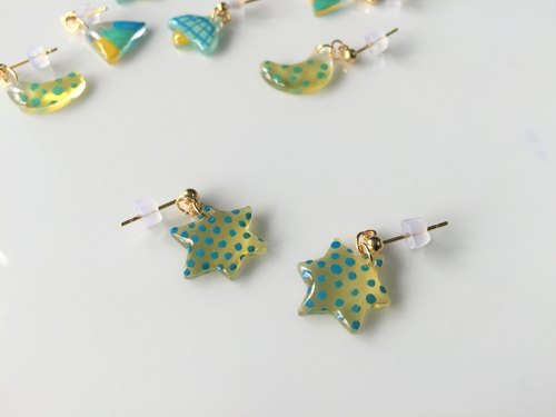 Childlike. Small stars hand-painted earrings (handmade earrings / ear clip)