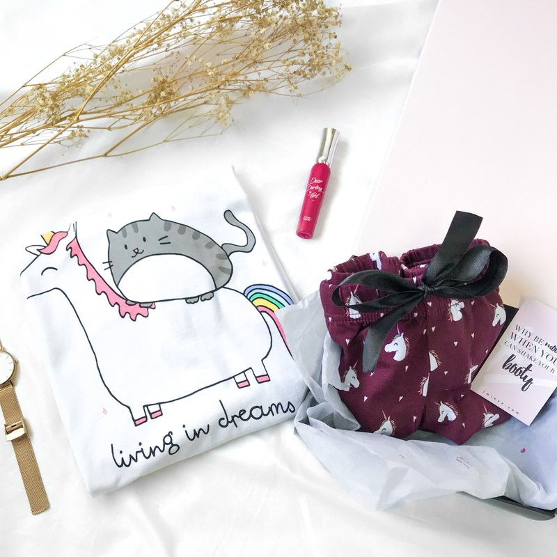 Living In Unicornland Unicorn Gift Set (1 Tee + 1 Lounge Shorts)