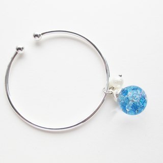 Rosy Garden Blue crystals water inside snow flakes glass ball silver bangle