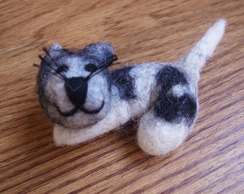 felted dog brooch, needle felted,animal pin