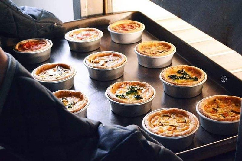 蒜香南瓜蟹肉鹹派/馬札瑞拉番茄鹹派/煙燻鮭魚花椰菜鹹派