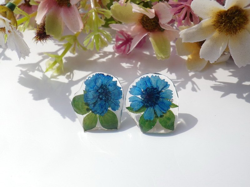 Annys workshop, Pressed flowers jewelry, handmade small daisy earrings (ear pin)