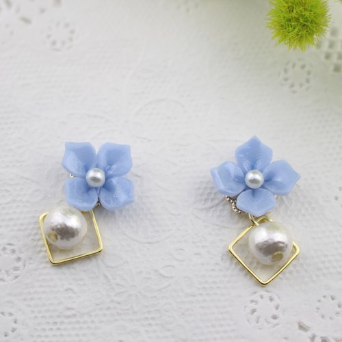 Square and pearl blue hydrangea earrings