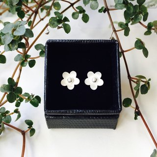 925 sterling silver white matte (simple and elegant big flower ear pin)