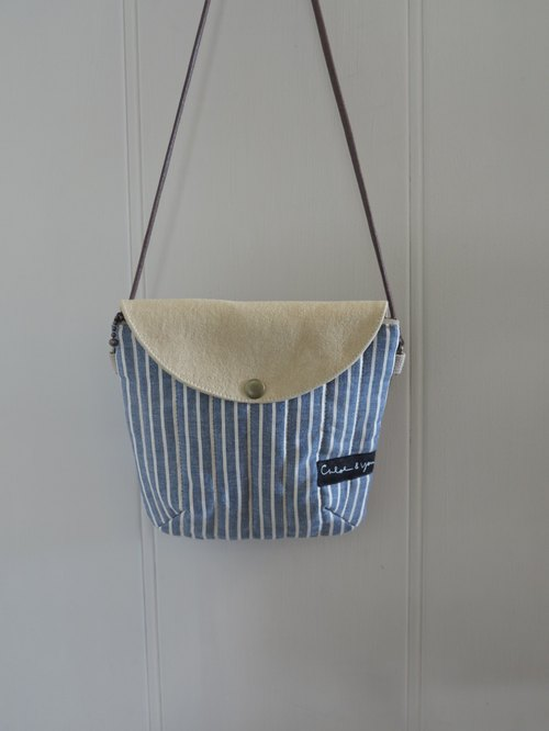 [walking] side back pack (blue and white stripes)