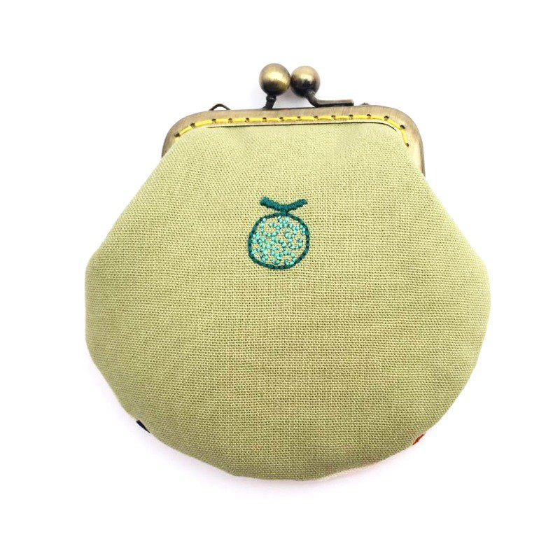 Embroidered fruit mouth gold small bag