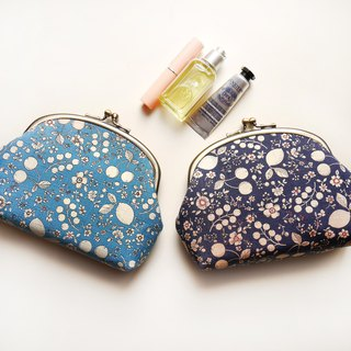 There are fruit cosmetic bags / sundries bag / gold bag [made in Taiwan]