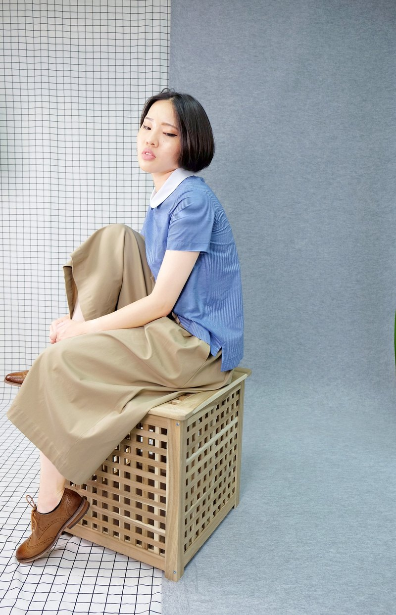 hikidashi white round neck blue shirt