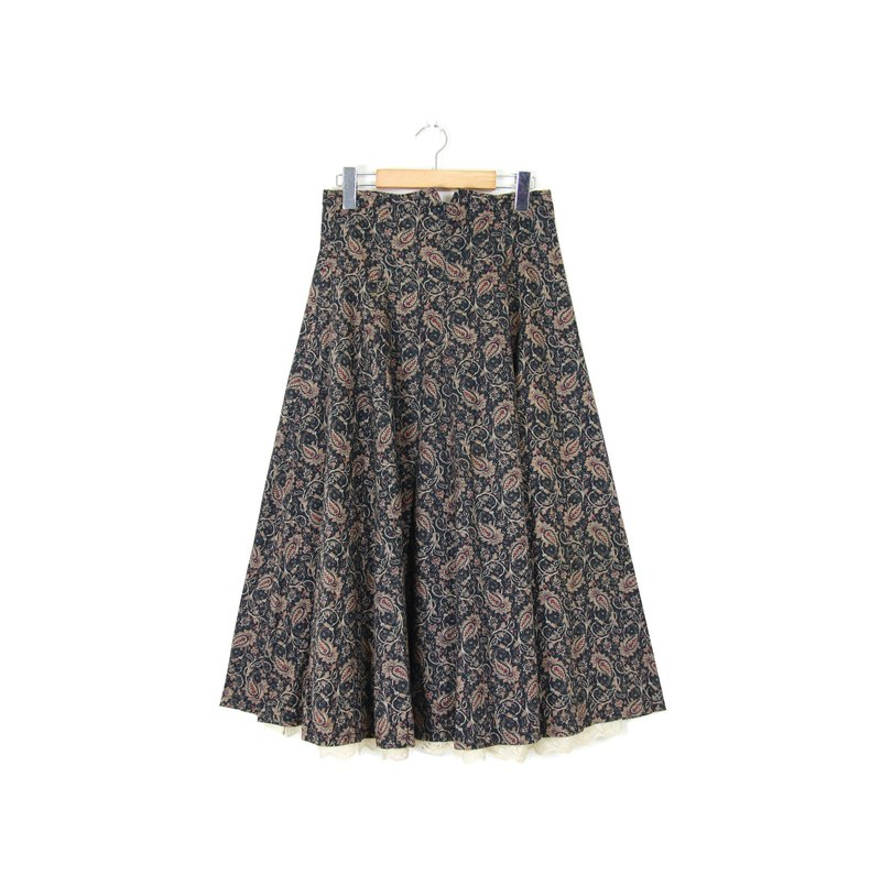 Back to Green :: floral skirt hem lace vintage dress