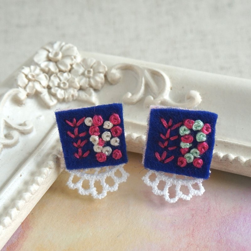 "Hand embroidery pierced earring""Navy square"""