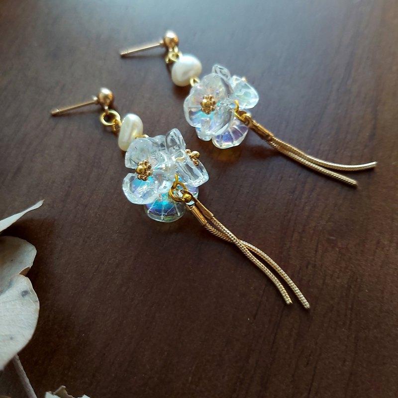 獨家 - Aiyana 淡水珍珠 透明繡球花垂墜復古系列耳環 耳針/耳夾