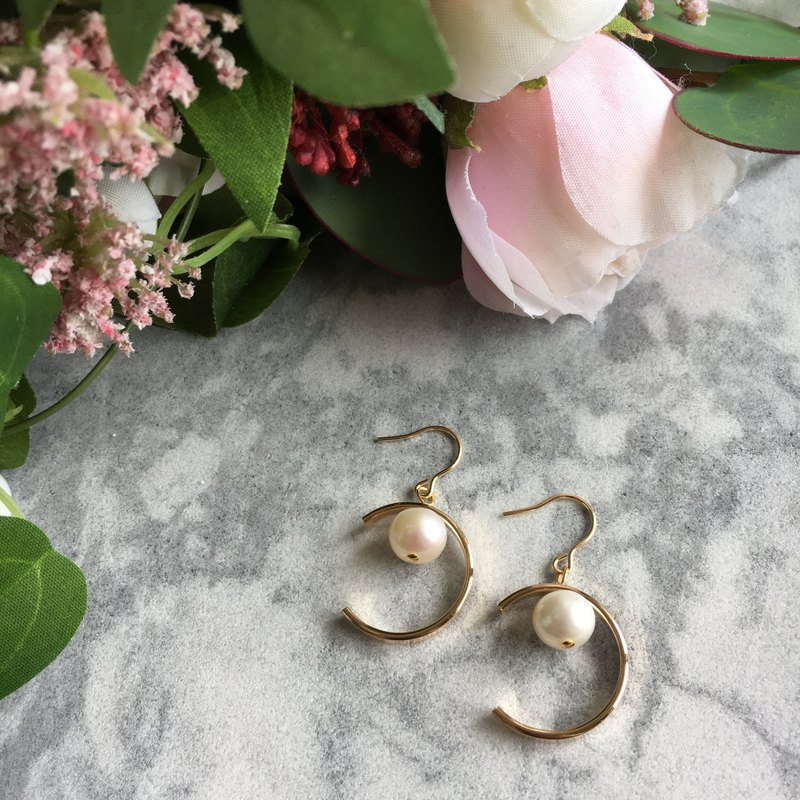 14k Gold Crescent Freshwater Pearl Earrings