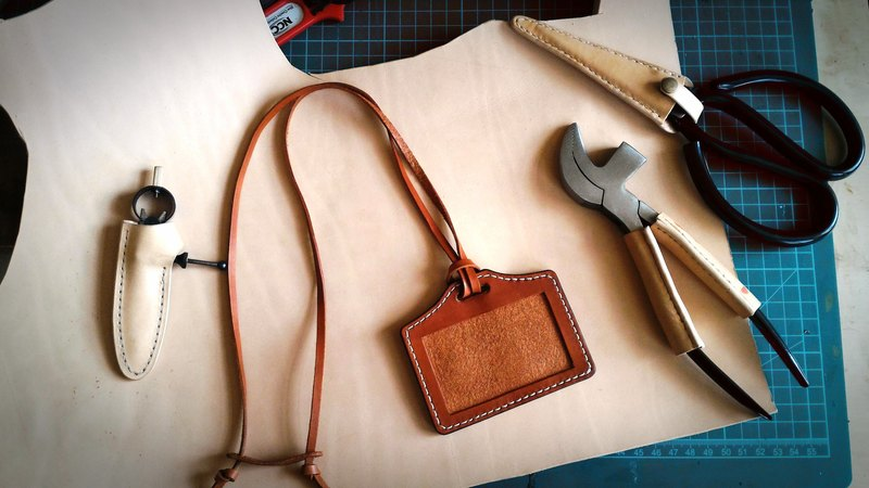Fiber hand-made hand-stitched vegetable tanned leather card holder free lettering