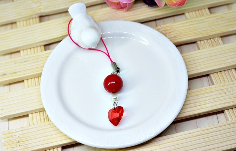 ├ cute little strap series ┤-center red heart - # small gift # # can be changed into earphone plug #