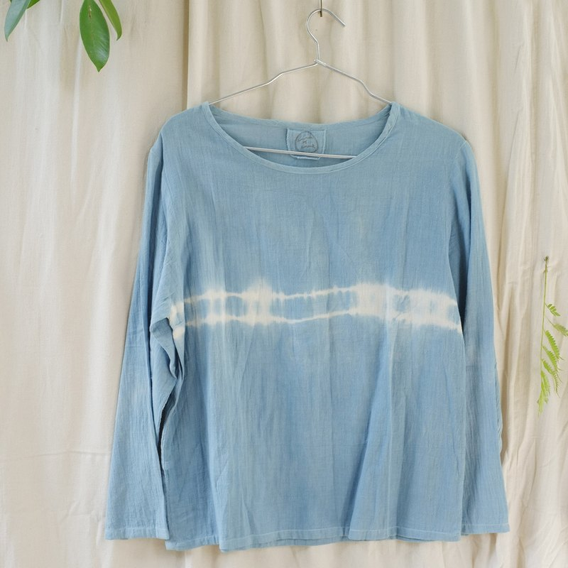 linnil: Natural indigo tie-dye long-sleeve shirt - made of comfortable 100% cotton.
