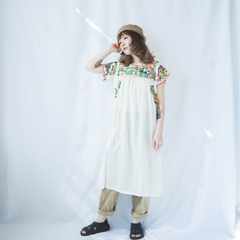 Hippie Selection II Vintage Traditional Hand Embroidery Mexican Dress II